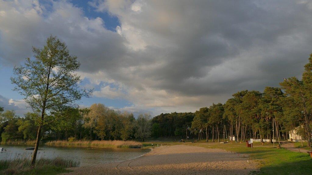 Plaża nad Jeziorem Lipno przy pętli stęszewskiej